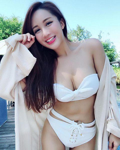 正妹「Bivi華華」擁有傲人上圍以及甜美外型(圖/翻攝自Bivi華華臉書)